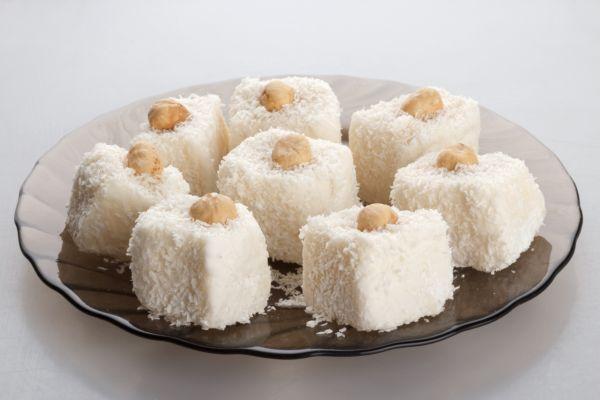Luxusné kokosové ježe v bielej poleve |