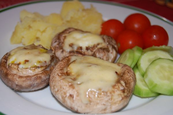 Plnené šampiňóny s vajíčkom a slaninkou |