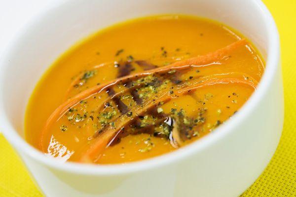 Hustá mrkvová polievka s hokkaido tekvicou |