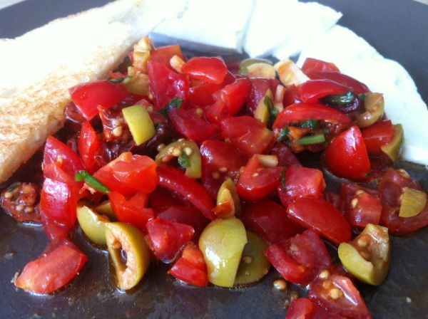 Bárdyho bruschette al pomodoro e oliva |