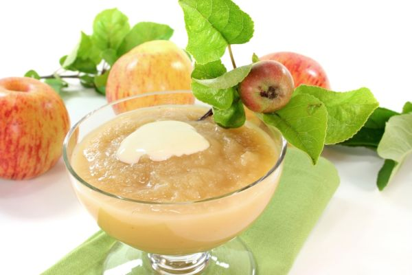 Medová jablková pena so smotanou |