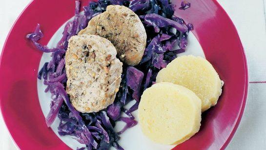 Sviečkovica s karamelovou kapustou a zemiakovou knedľou ...