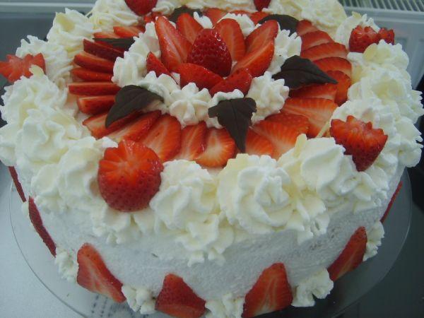 Tvarohovo-jahodová svieža torta |