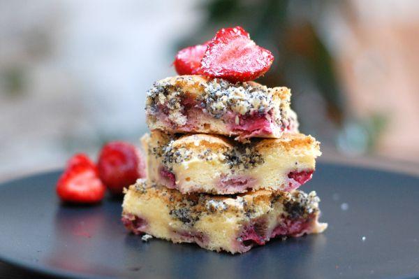Jahodovo-makový špaldový koláč |