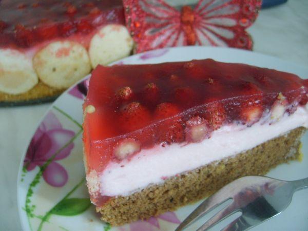Jahodovo-pudingový koláčik so želatínou |