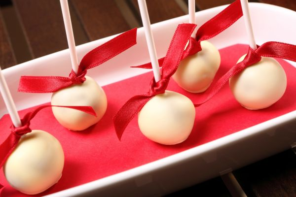 Kokosovo-citrónové guľky na paličke |