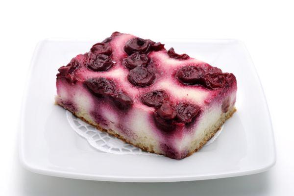 Kysnutý čerešňový koláč s tvarohom |