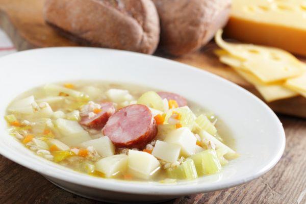 Zelerová polievka s párkom |