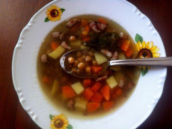 Gazdovská cícerovo-šošovicová polievka |