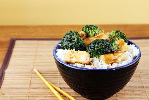 Tofu s brokolicou a ryžou |