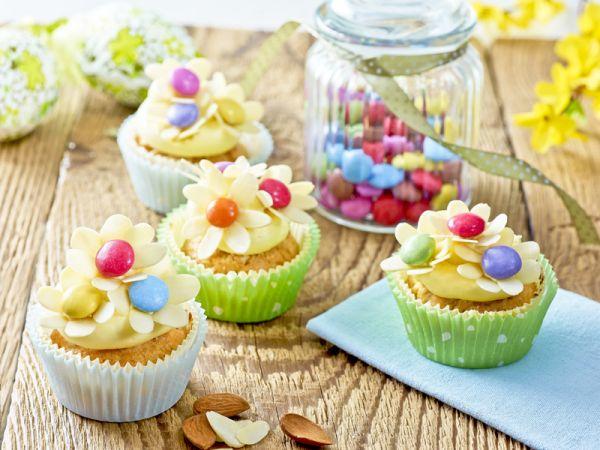 Rozkvitnutý jarný cupcake |
