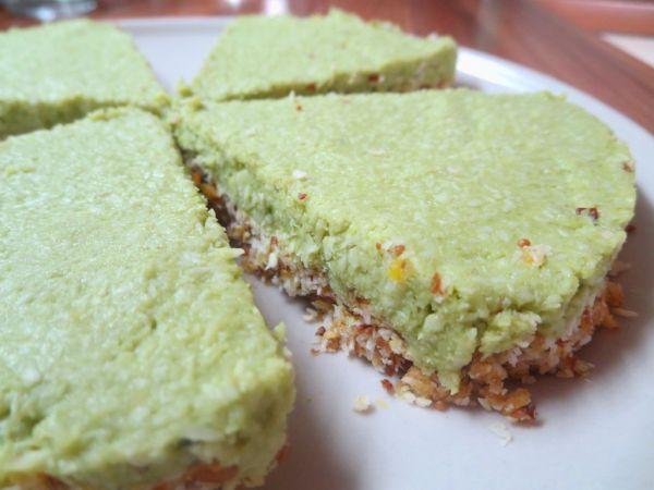 Kokosovo-citrónový nepečený koláč s avokádom ...