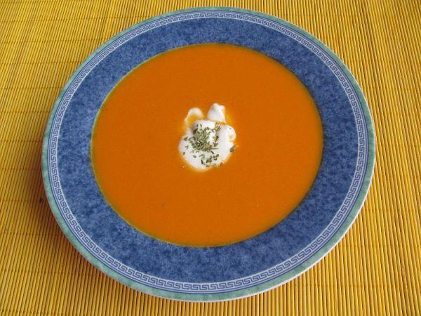 Paradajová polievka s pomarančovou šťavou ...