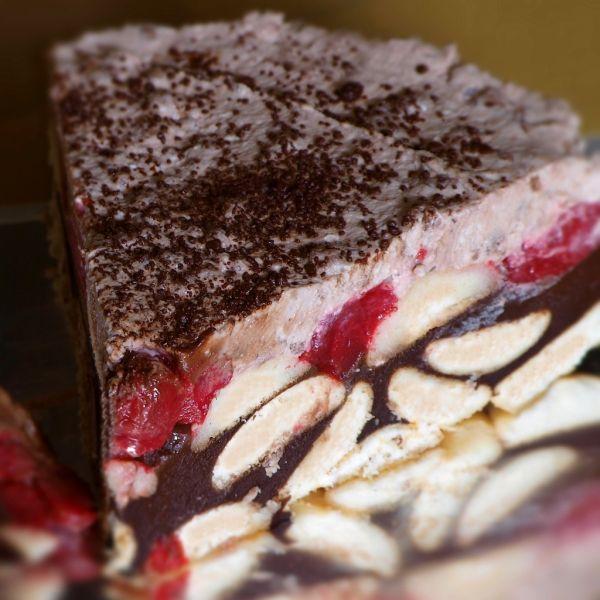 Čokoládovo-jahodová studená torta  