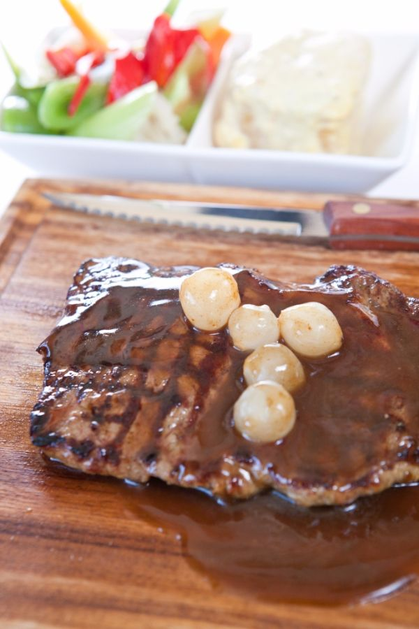 Hovädzí steak s pikantnou čokoládou |
