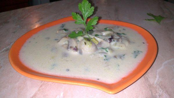 Šampionovo-pórová polievka s kokosovým mliekom ...