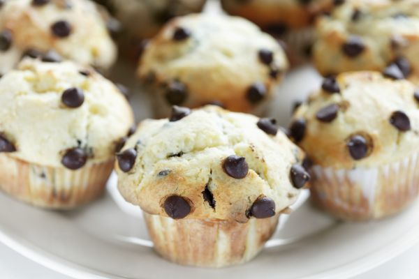 Maslové muffiny s kúskami čokolády |
