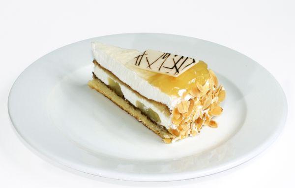Svieža broskyňová torta |