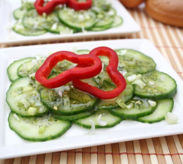 Uhorkový šalát s paprikou |