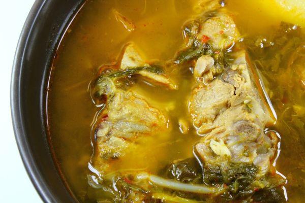 Čínska kapustová polievka s bravčovým mäsom |