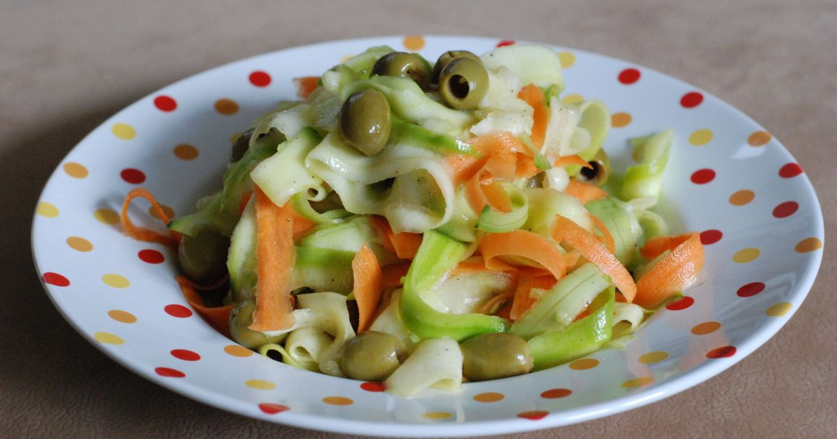 Cuketovo-mrkvový šalát s olivami, fotogaléria 1 / 8.