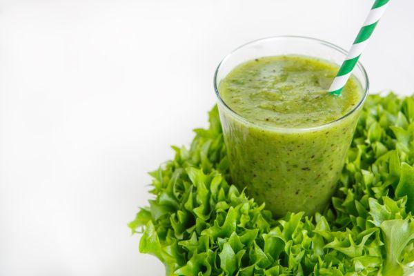Zelené smoothie so špenátom, banánom a ananásom |
