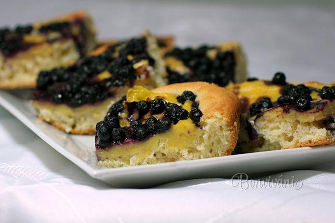 Kysnutý koláč s pudingom a čučoriedkami