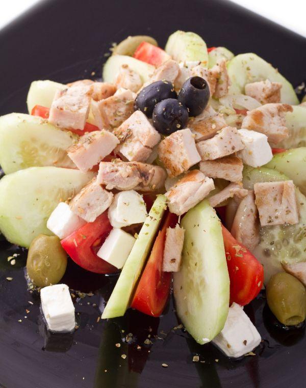 Grécky šalát s rybacími filetami |