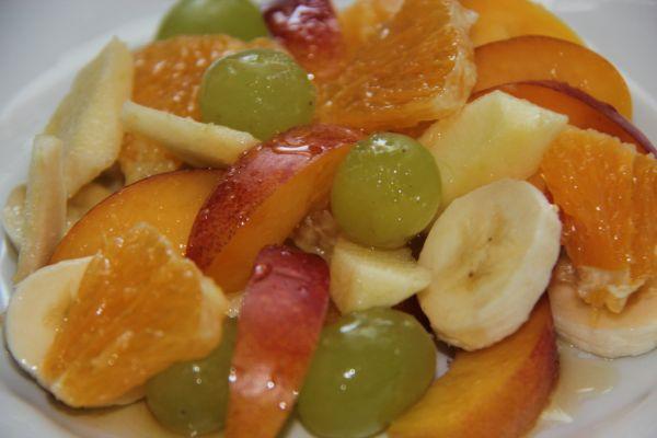 Ovocný šalát s medovo citrusovou zálievkou |