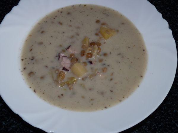 Šošovicová polievka s údeným mäsom |