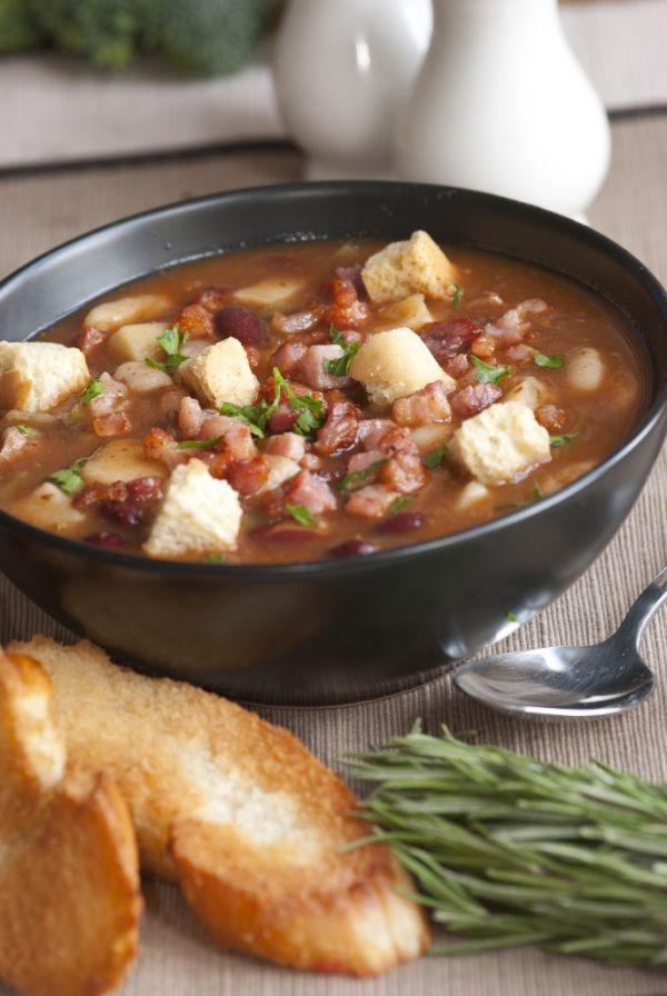 Fazuľová polievka so slaninkou  