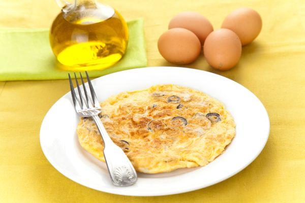 Omeleta s olivami a mozzarellou |
