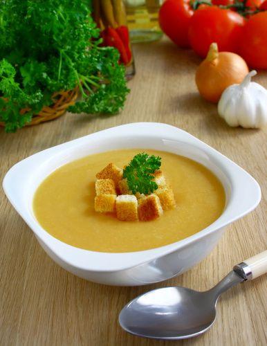 Hrachová polievka so žemľou |