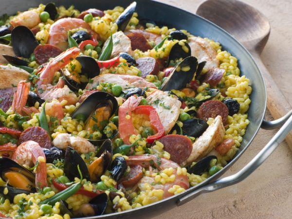Paella s údenou rybou |