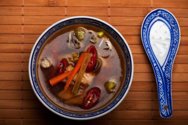 Čínska zeleninová polievka s kuracinou |