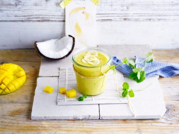 Kokosovo-mangové smoothie s banánom a mätou |