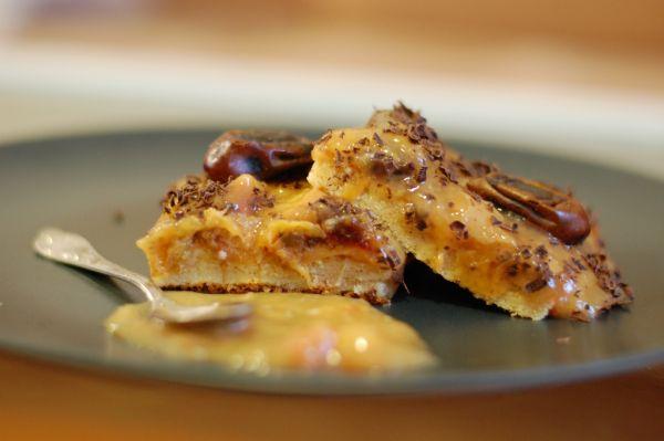 Broskyňovo-datľový špaldový koláč |