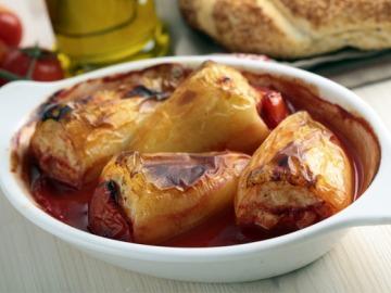 Plněné papriky s rajskou omáčkou  Recepty na každý den
