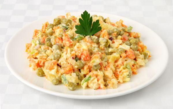 Letný zeleninový šalát s majonézou |