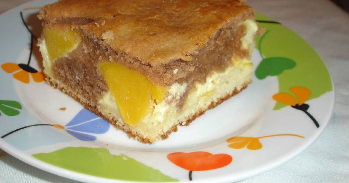Tvarohový dvojfarebný koláč s ovocím, fotogaléria 1 / 4.