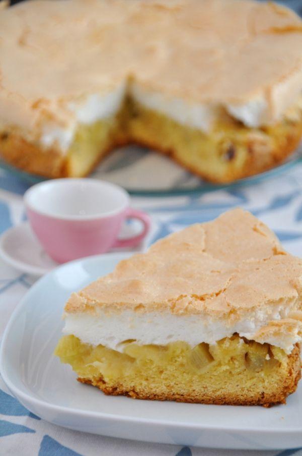 Rebarborový koláč s mandľovým snehom  