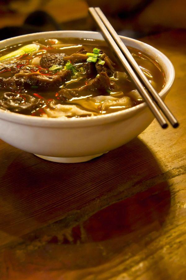 Čínska polievka s hovädzím mäsom a hubami šitake |