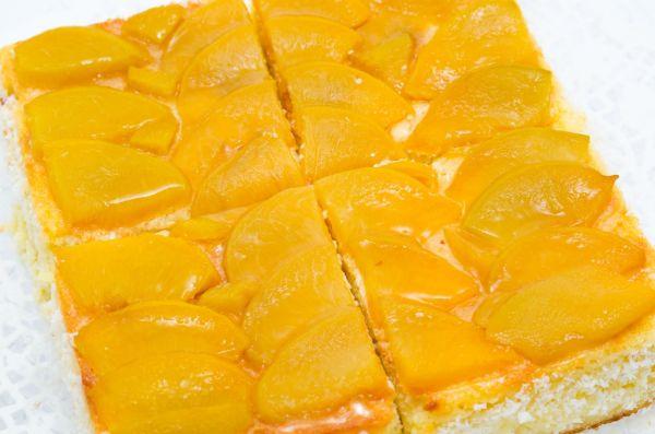 Jarný broskyňový koláč |