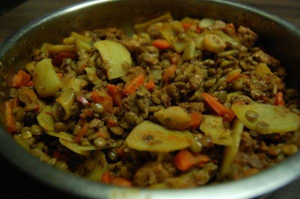Sýta šošovicová panvica so sójovým mäsom  