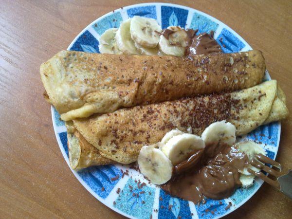 Jemné palacinky s banánom a čokoládou |