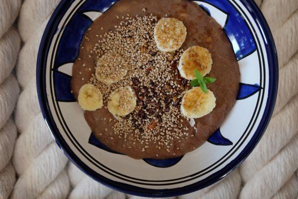 Zdravá čokoládová kaša s tahini |