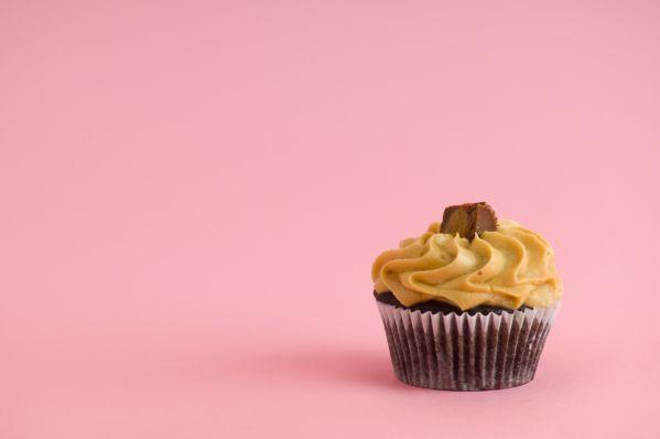 Čokoládové cupcakes s krémom z arašidového masla |