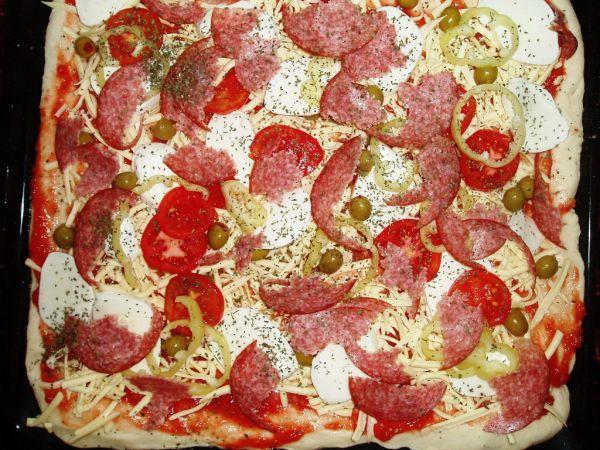 Tenká chrumkavá pizza  