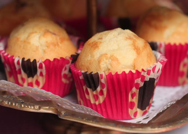 Vanilkové muffiny plnené pudingom  