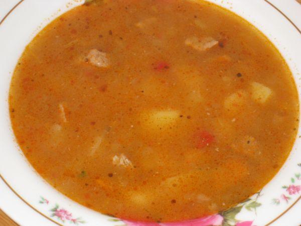 Guľášová polievka z bravčovinky |